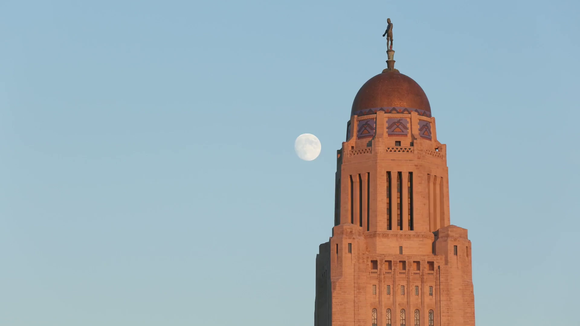 capitol with moon